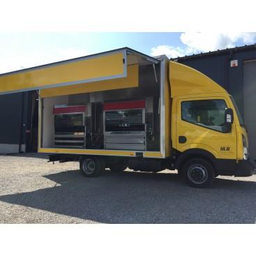 Camion rôtisserie Nissan NT400